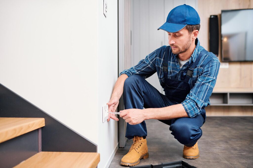 young-electrician-from-household-maintenance-servi-H5M4NQ7.jpg